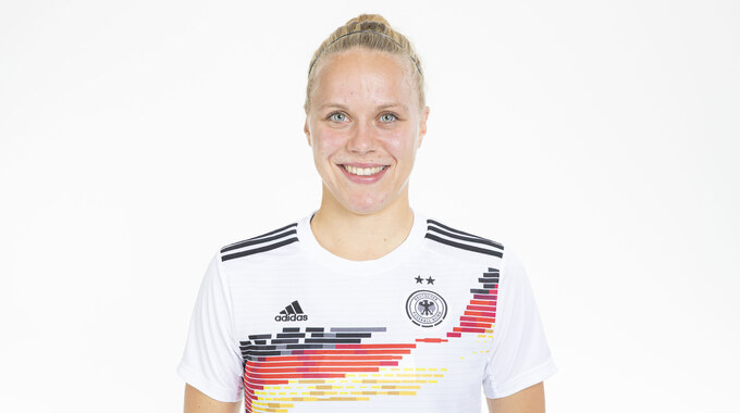 Pia im DFB-Dress